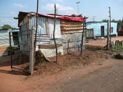 stand_shacks_in_soweto-1227402017